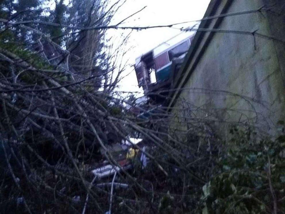 chris-scholls-amtrak-derailment-interior-06-ht-thg-171219_4x3_992
